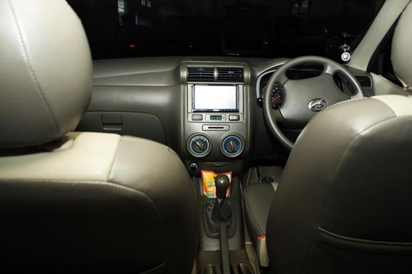 Daihatsu Xenia Interior